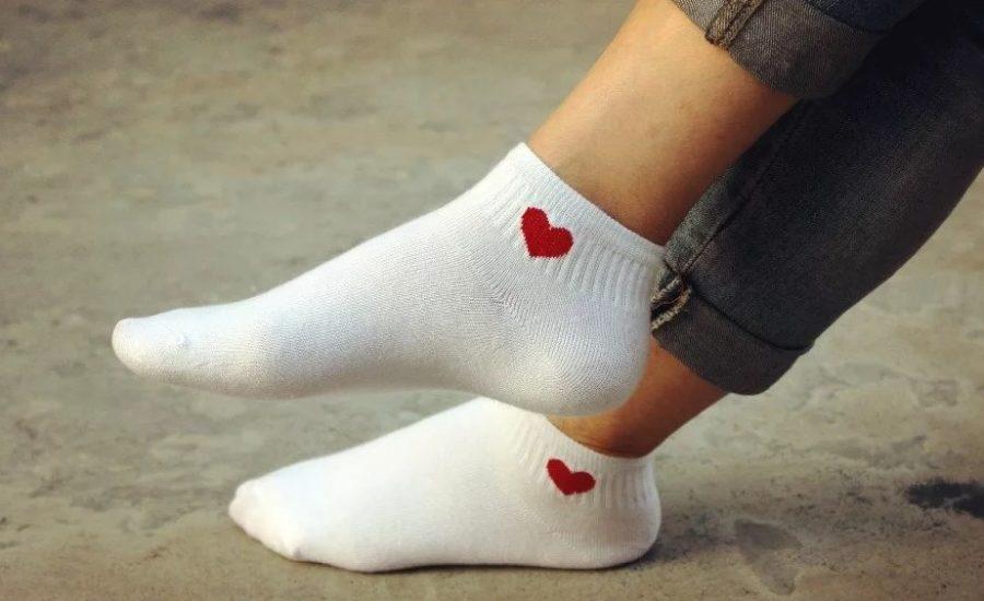Чем отбелить и как отстирать белые носки