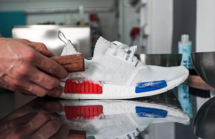 Как почистить белые кроссовки в сетку